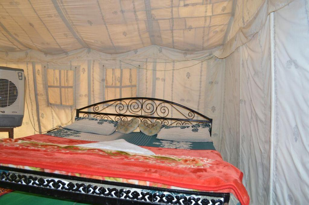 Pokoj typu Deluxe - Bed and Breakfast - Postel Rajwadi Desert Home Stay- Best Desert Camp in Jaisalmer (Rajwadi Desert)