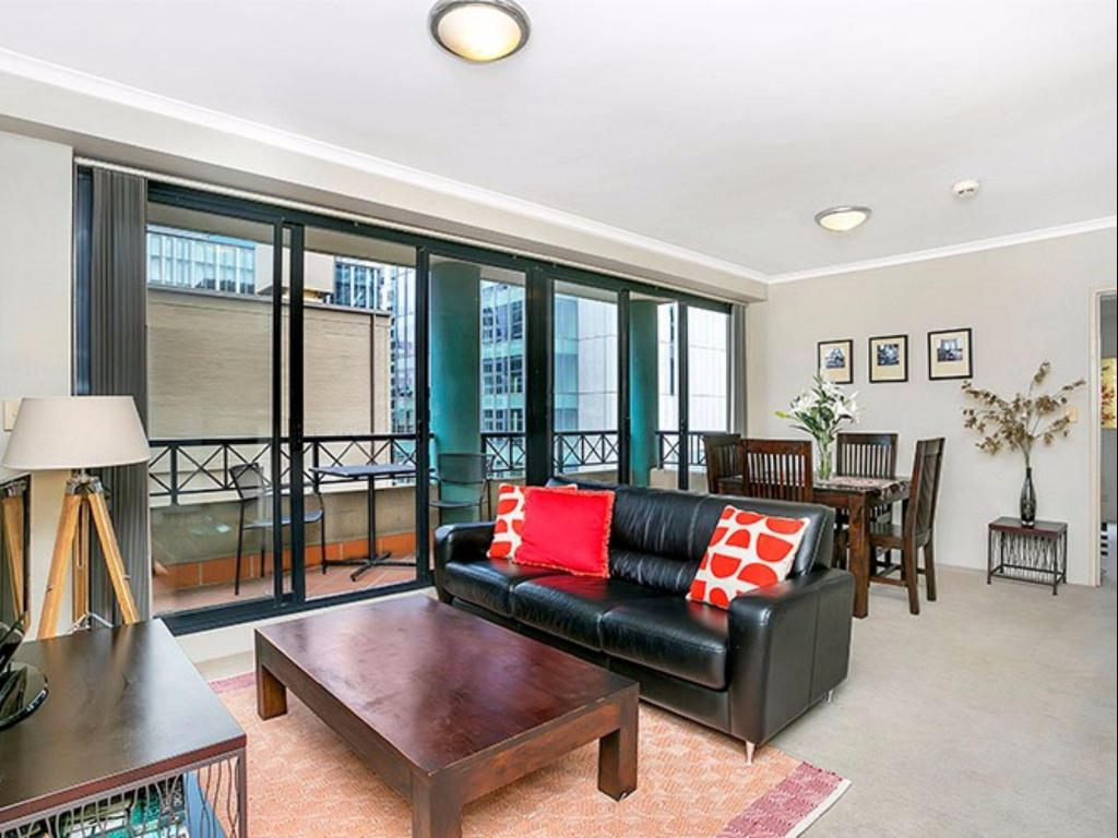 Lounge A1803 - Hosking Plc Apartment