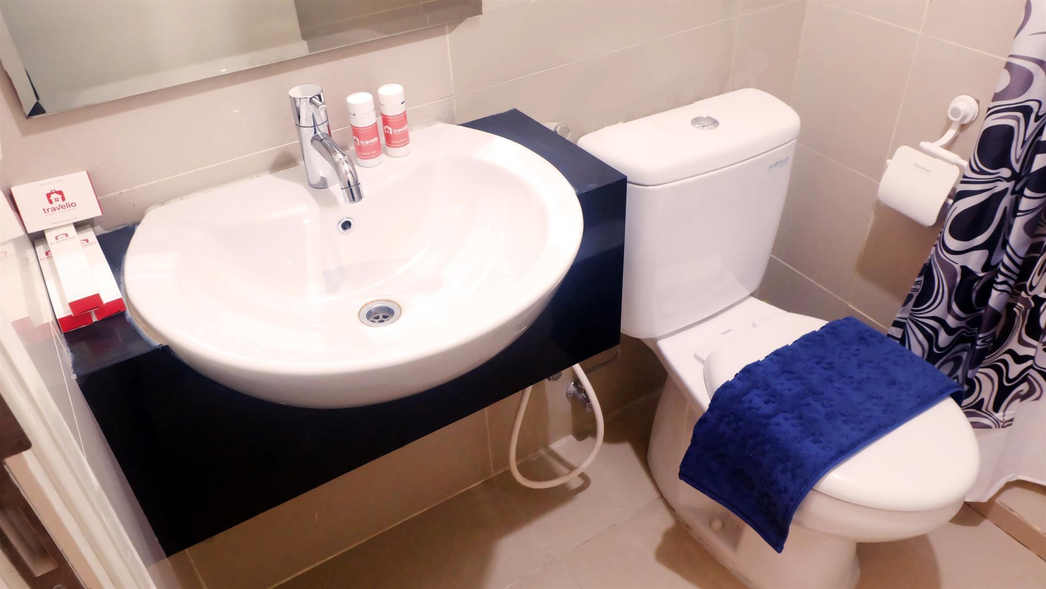 Bathroom 2BR Central Park Madison Park Apartment   Travelio