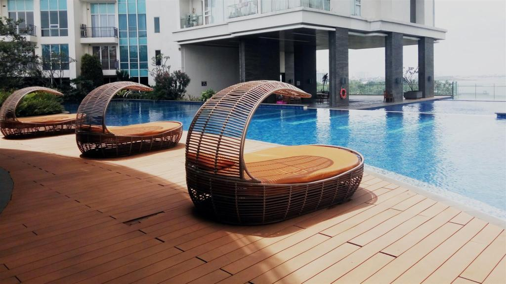 Swimming pool Family Studio Ancol Mansion Apartment - Travelio