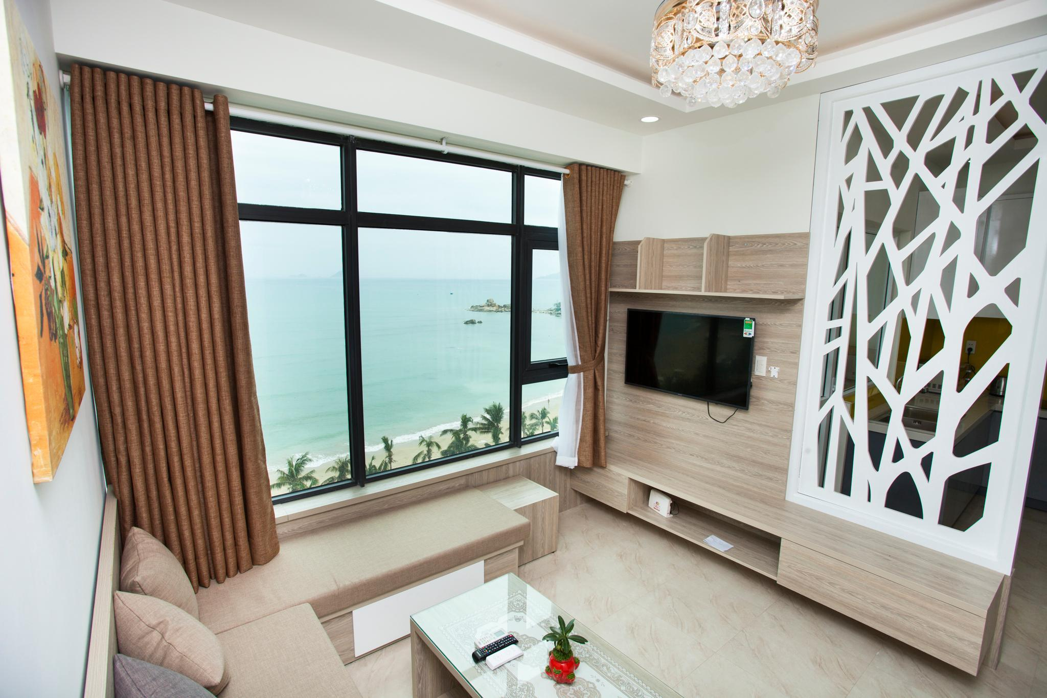 2 Bedrooms Seafront