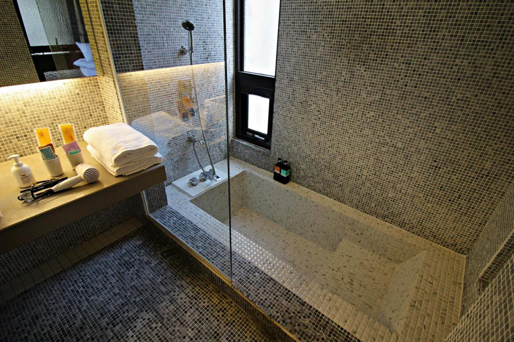 Deluxe Double with Bathtub - Bathtub TripInn Taichung