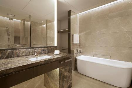 Deluxe, Guest room, 1 King - Bathroom Sheraton Shanghai Chongming Hotel