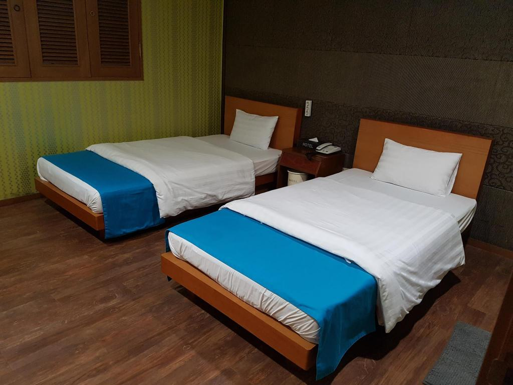 Twin Room - Bed Hotel at Home