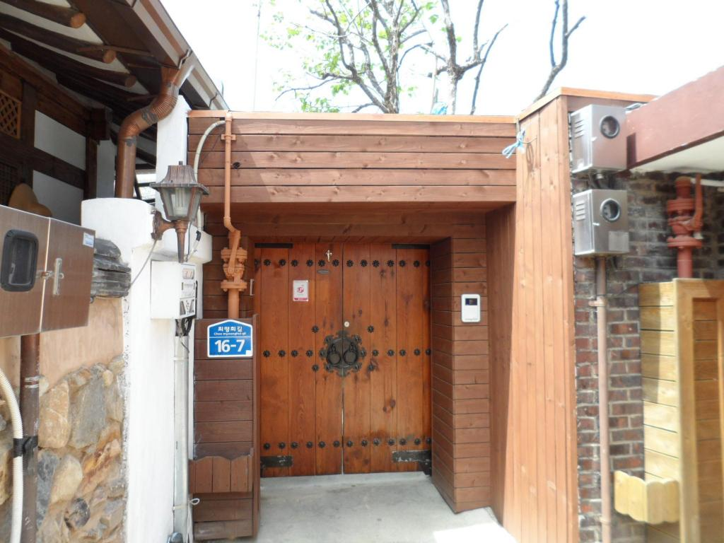Δείτε 10 φωτογραφίες Jeonju Hanok Village Gamnamu House Double Room