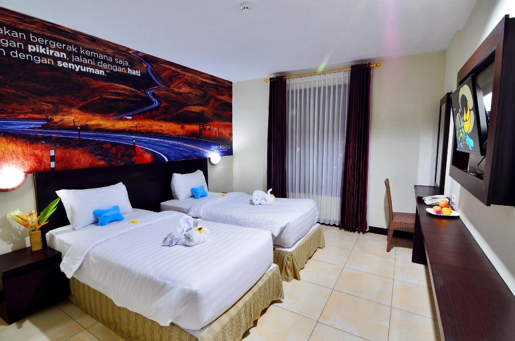 Deluxe Room Twin Bed - Bed Kyriad Grand Master Purwodadi