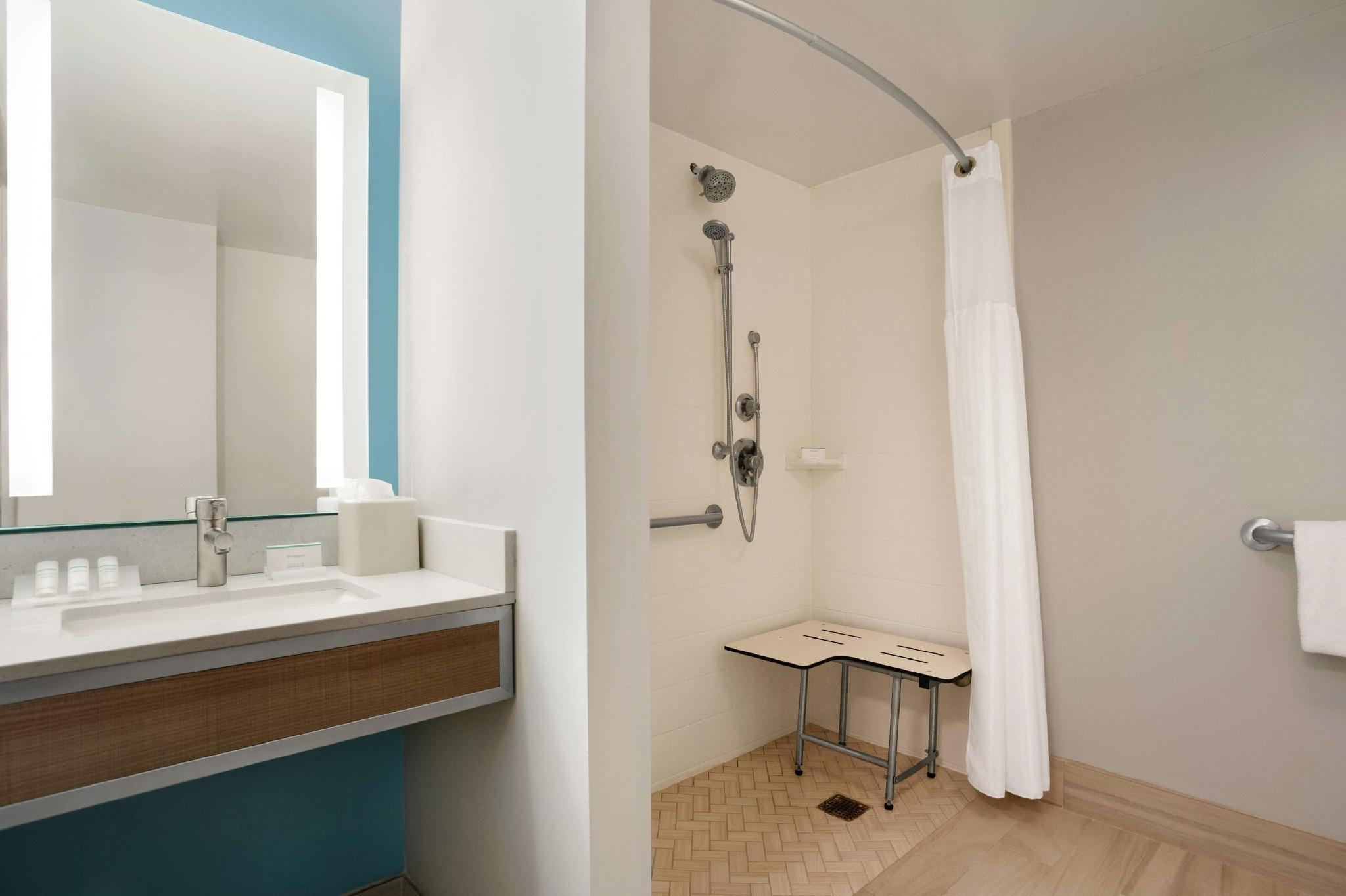 1 King Suite Mobility Hearing Accessible Roll In Shower