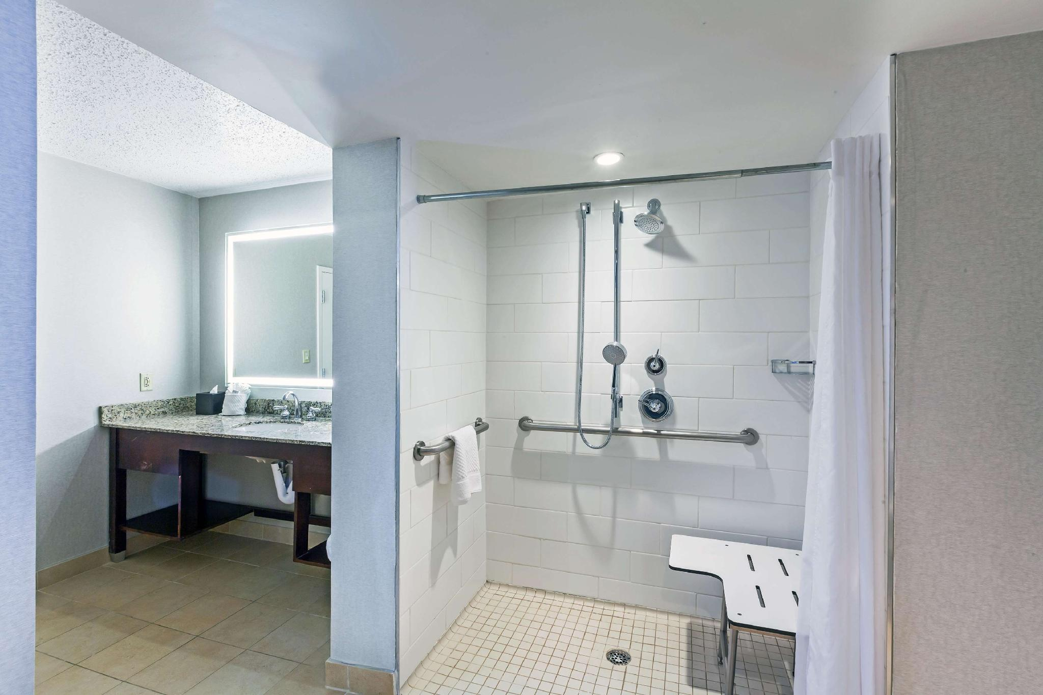 1 King Executive Suite Accessible Roll in Shower Non-Smoking
