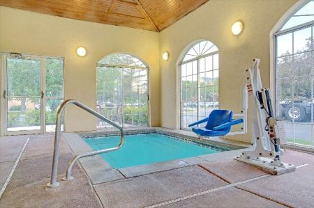 Swimming pool Super 8 By Wyndham Salt Lake City Airport