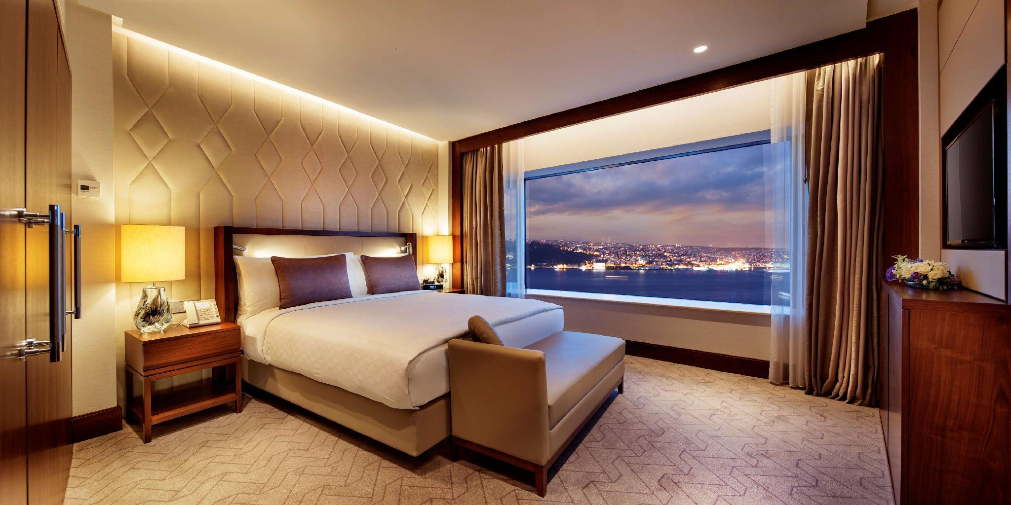 Bosphorus Suite with Balcony