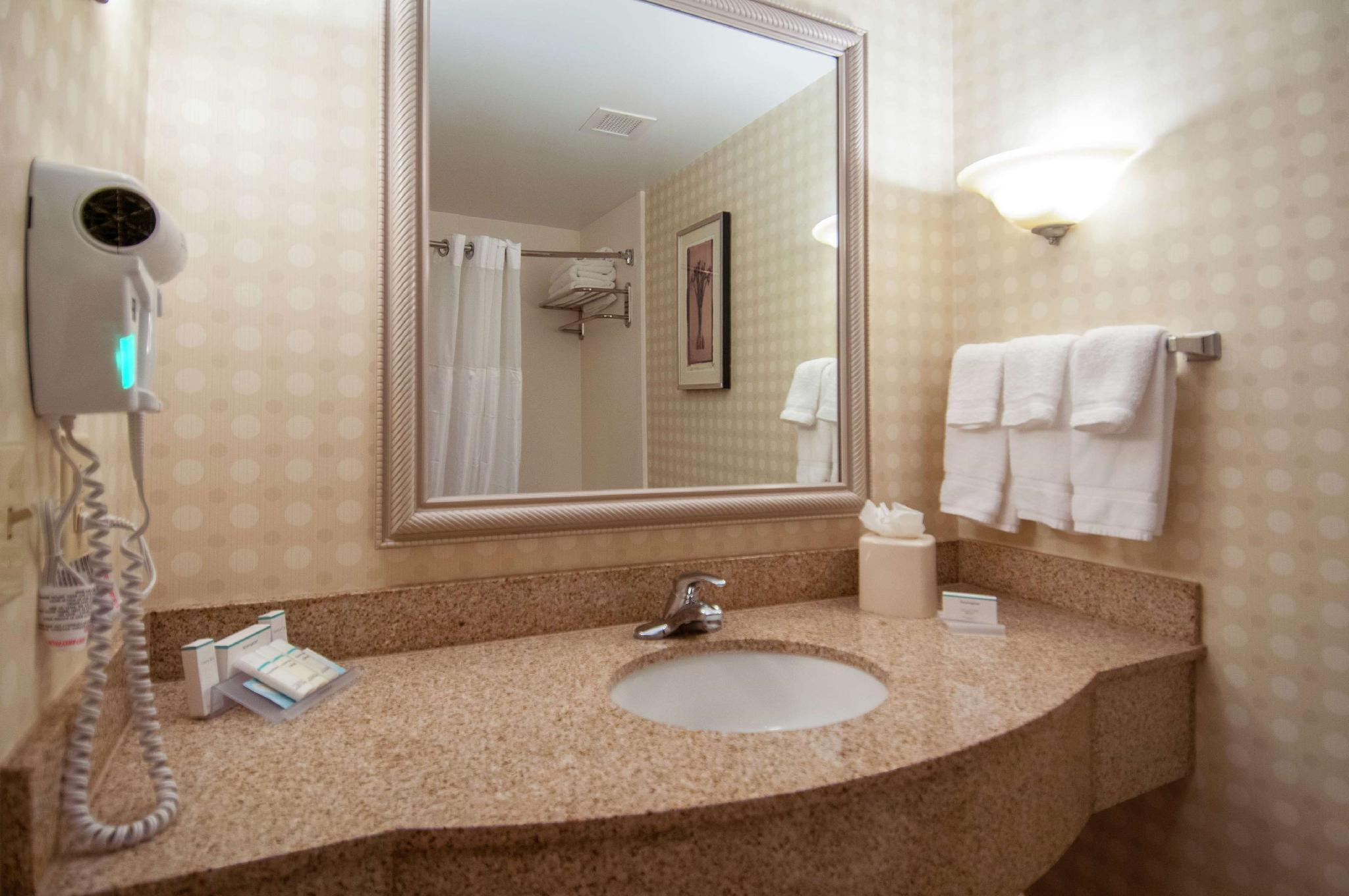 2 Queen Mobility Hearing Accessible Suite Tub