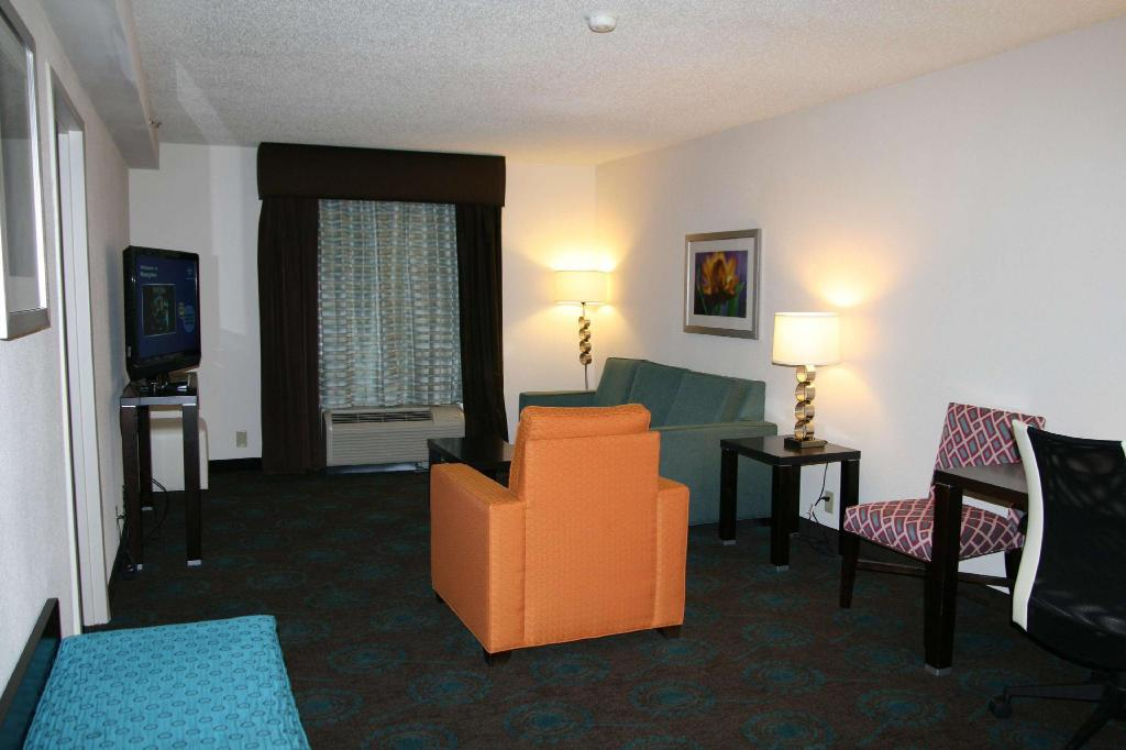 1 King Accessible Suite Non-Smoking - Guestroom Hampton Inn Shreveport Airport