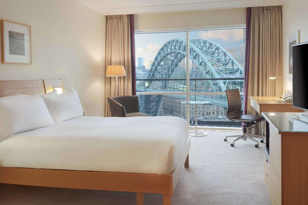 Double Deluxe Room - Guestroom Hilton Newcastle Gateshead Hotel