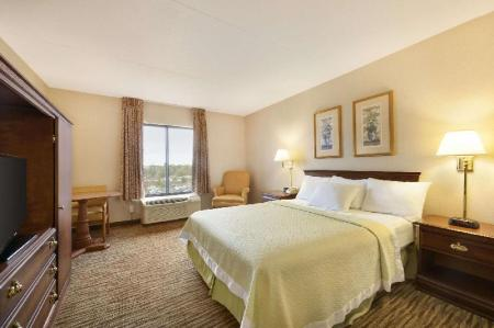 1 Queen Bed Accessible Non-Smoking - Guestroom Days Hotel by Wyndham Buffalo Airport