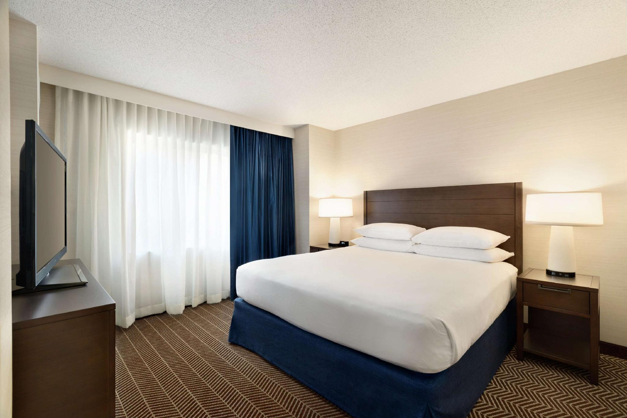 Beter Bed Slaapbank Driver.Embassy Suites Hotel Boston Logan Airport Boston Ma Boek Een