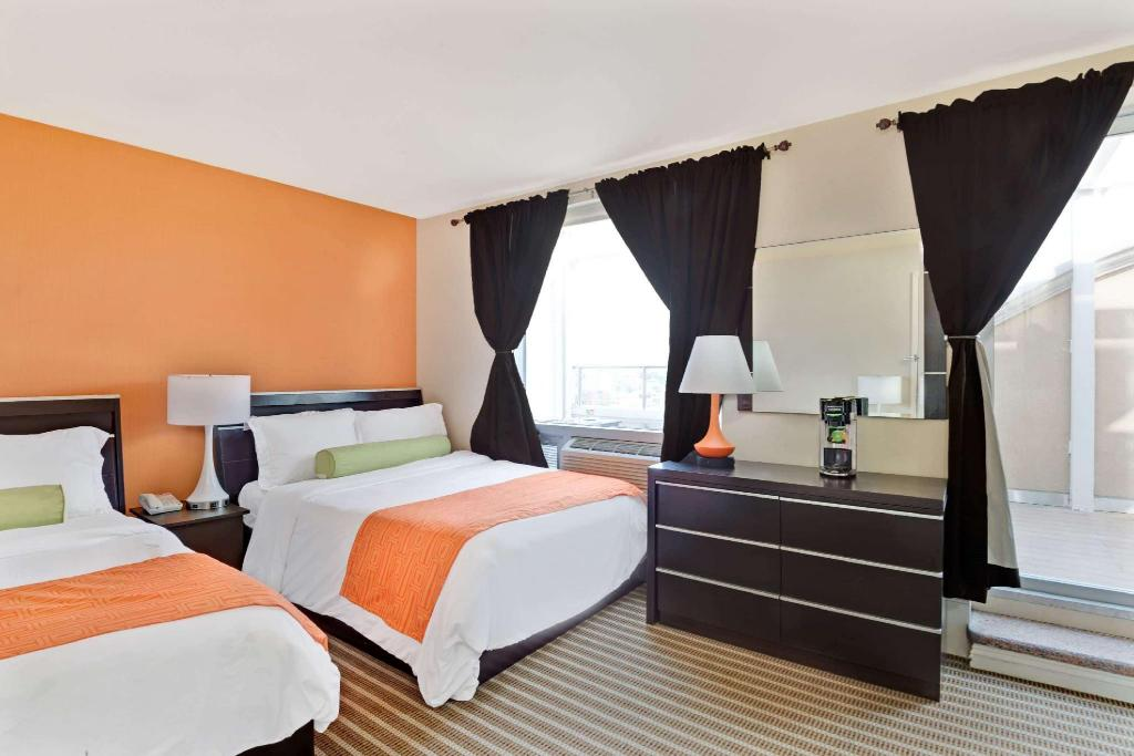 2 Double Beds Suite Non-Smoking - Guestroom