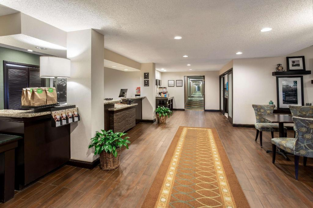 Lobby Wingate by Wyndham Colorado Springs