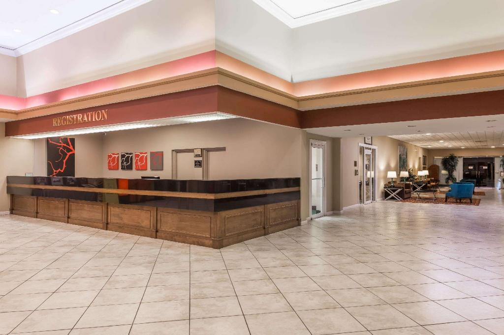 Lobby Ramada by Wyndham Kissimmee Gateway