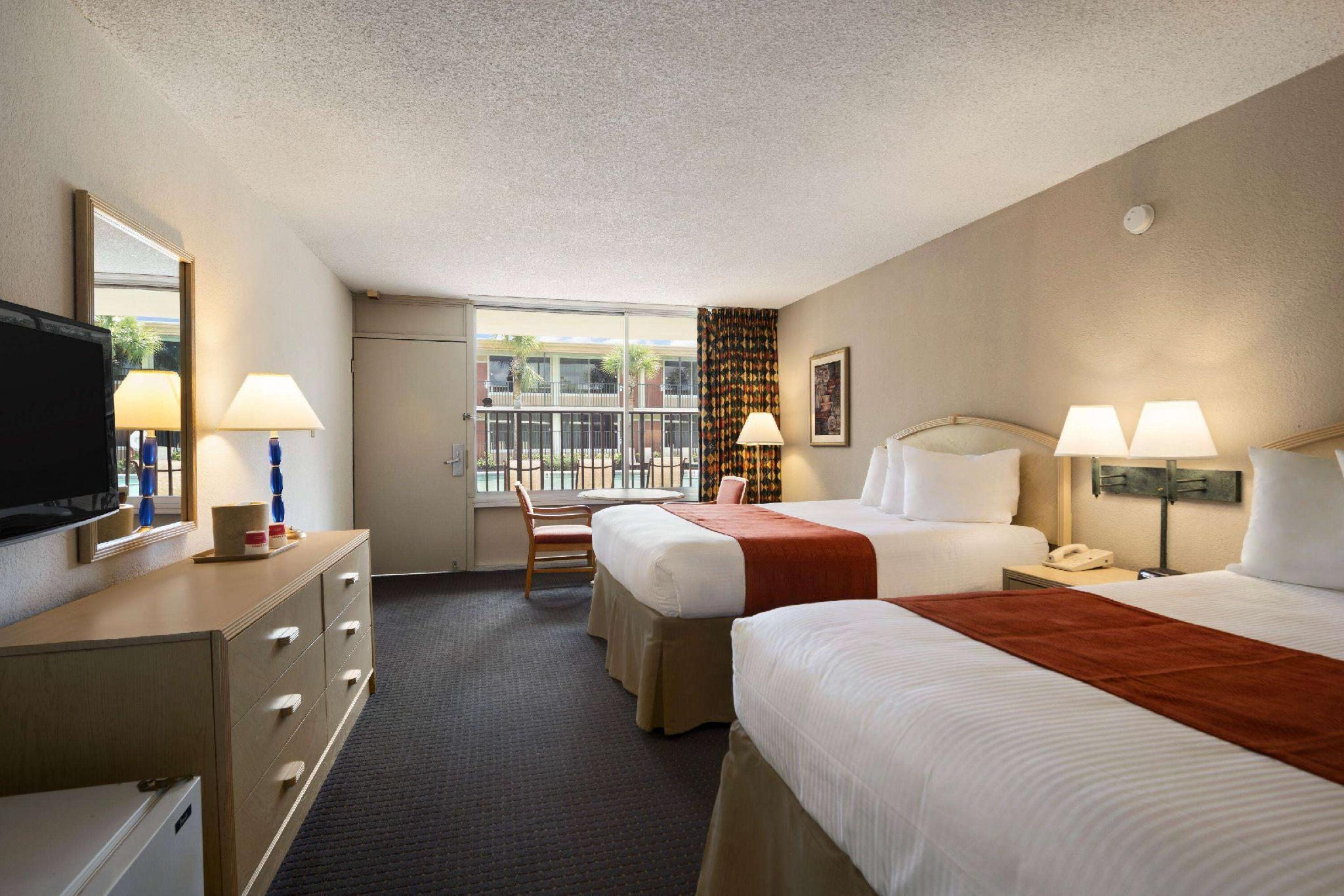 2 Queen Beds, Mobility/Hearing Impaired Accessible Tower Room, Non-Smoking
