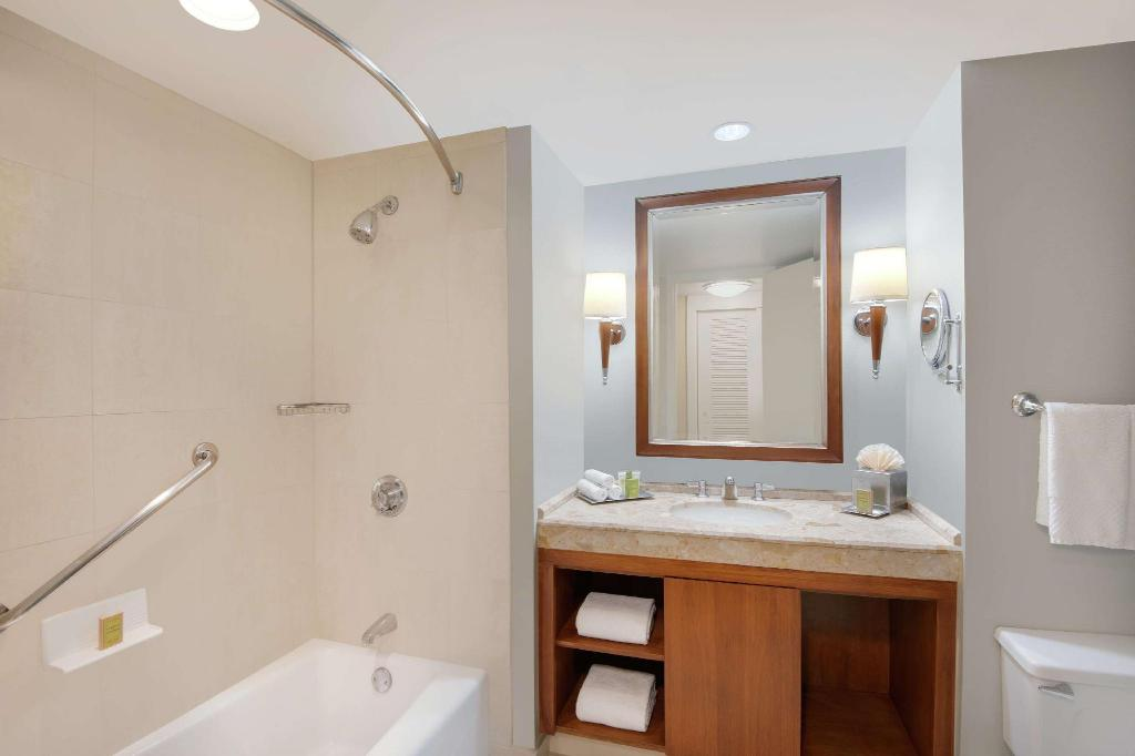 2 Double Beds - Guestroom Hilton Stamford & Executive Meeting Center Hotel
