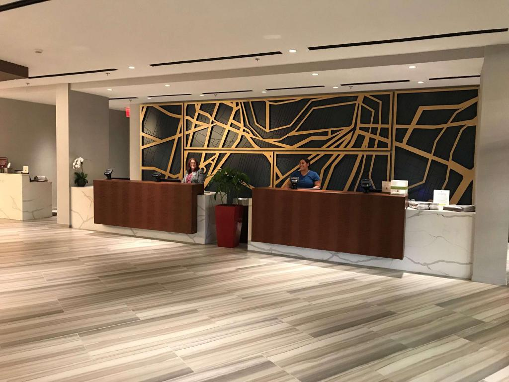 Lobby Doubletree by Hilton Newark Airport Hotel
