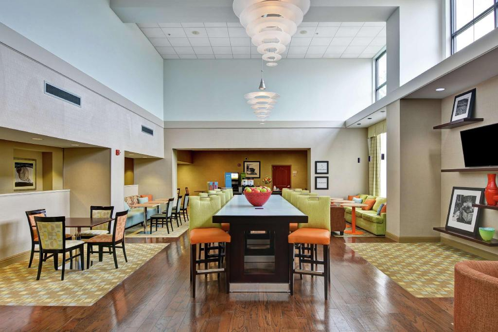 Lobby Hampton Inn and Suites Wilkes Barre Scranton