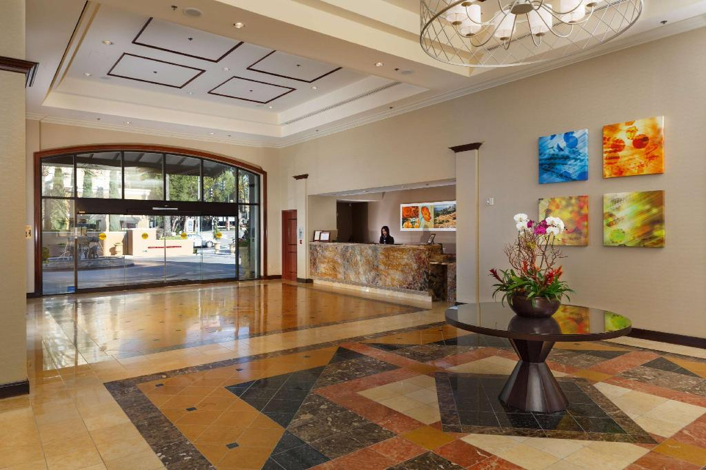 Lobby DoubleTree Santa Ana Orange County Airport Hotel