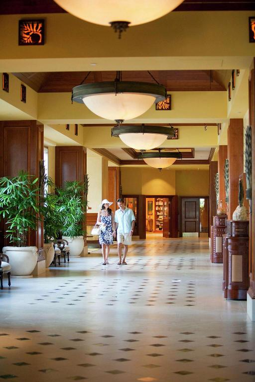 Lobby Grand Waikikian by Hilton Grand Vacations