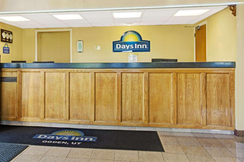 Lobby Days Inn by Wyndham Ogden