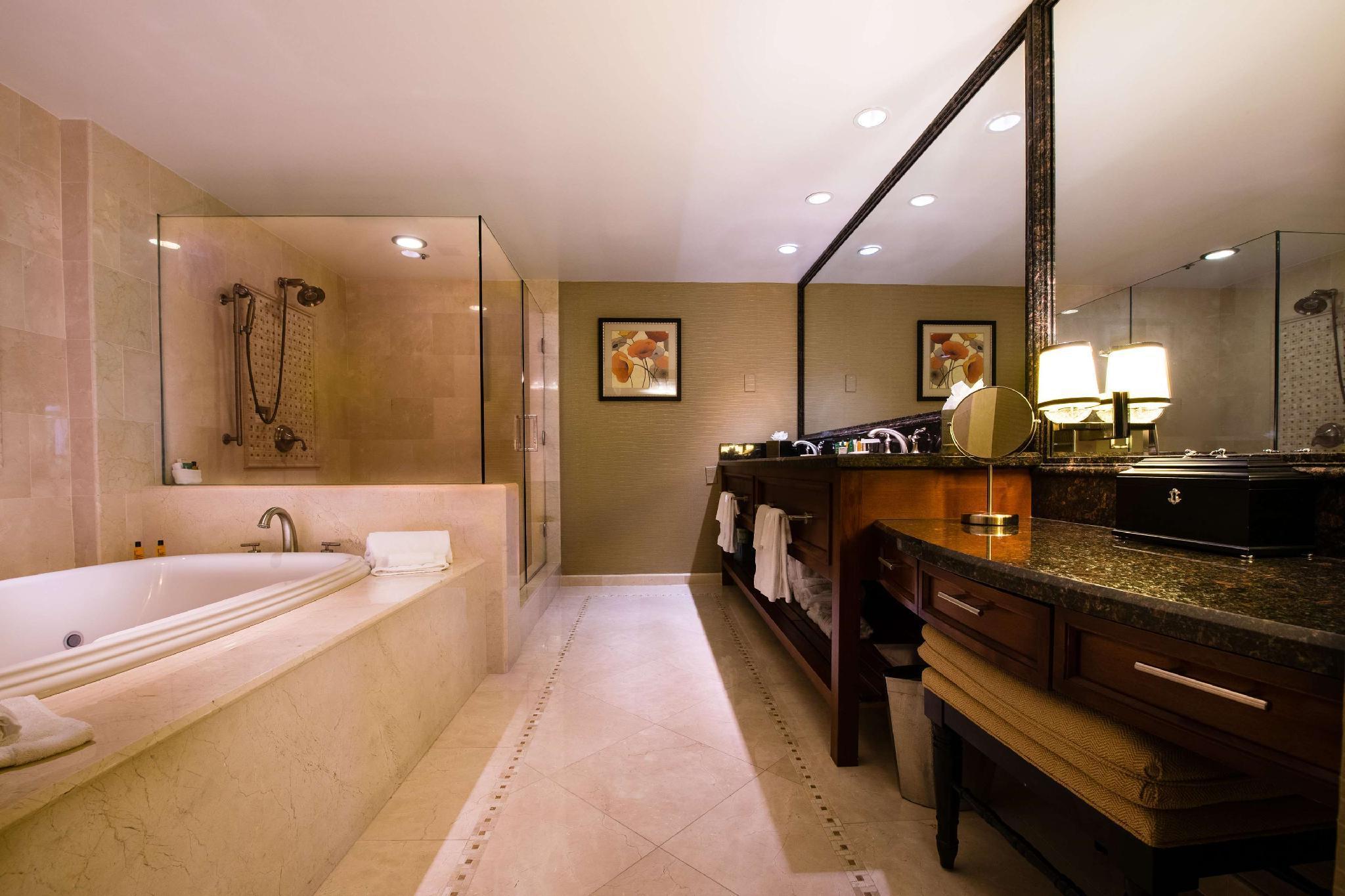Hilton La Jolla Torrey Pines Hotel In San Diego Ca Room