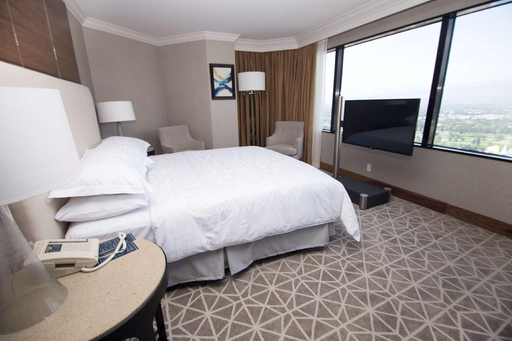 1 King Bed Diplomat Suite