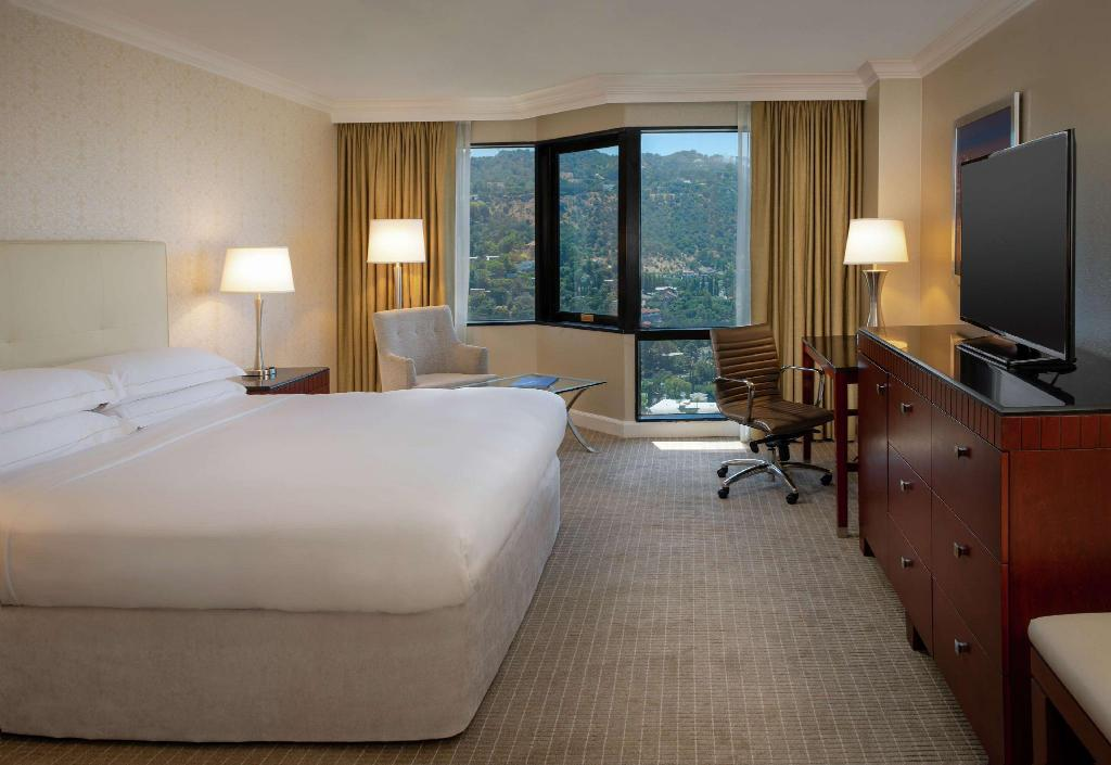 1 King Mobility Hearing Accessible Tub Hilton Los Angeles Universal City Hotel (Pet-friendly)