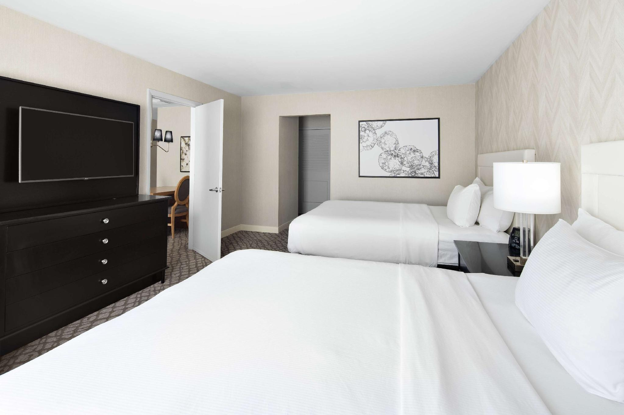 Picture of: Doubletree Suites By Hilton Charlotte Southpark Hotel Charlotte Nc Deals Photos Reviews