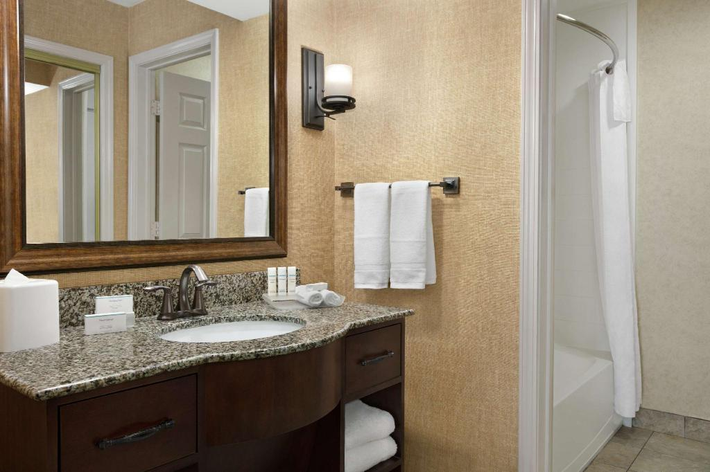 1 King Mobility Hearing Accessible Tub Suite Non-Smoking - Guestroom Homewood Suites by Hilton Syracuse/Liverpool