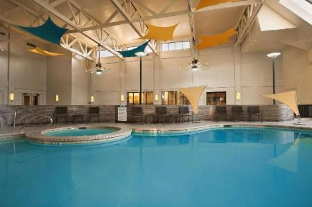 Swimming pool DoubleTree by Hilton Hotel Salt Lake City Airport