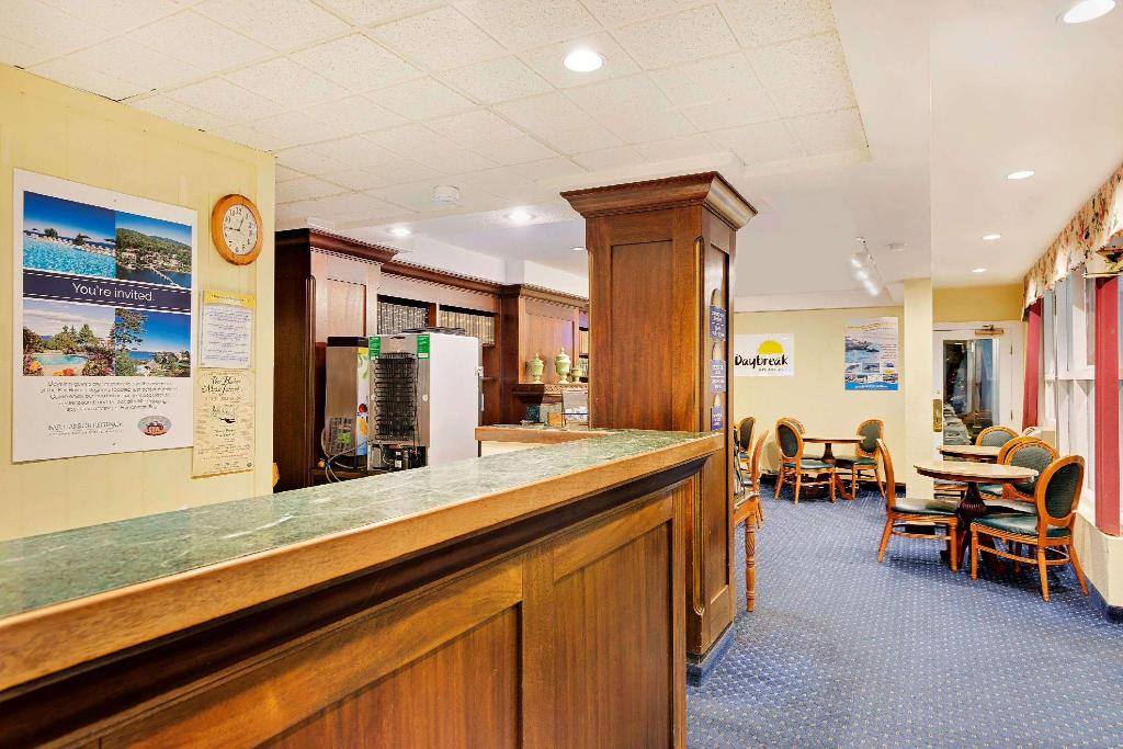 Lobby Days Inn by Wyndham Bar Harbor