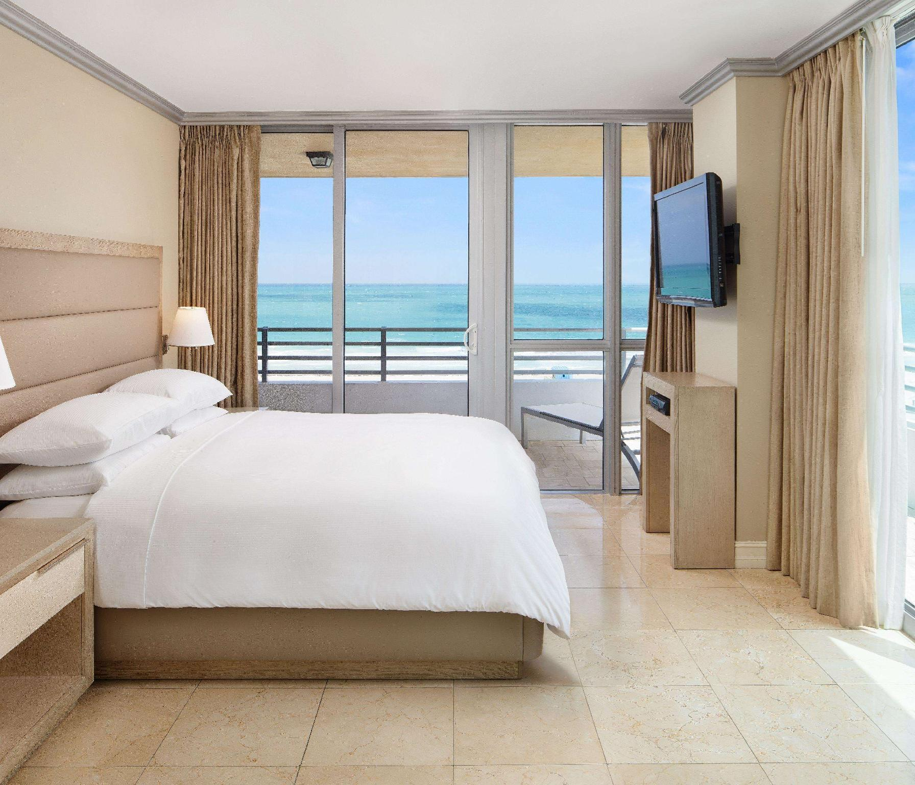 2 Bedroom Suite Oceanfront 2 King Bed 1 Sofabed
