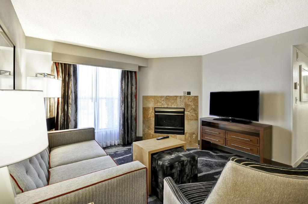 1 Bedroom Fireplace Suite Non-Smoking - Room plan Homewood Suites By Hilton Phoenix Biltmore Hotel