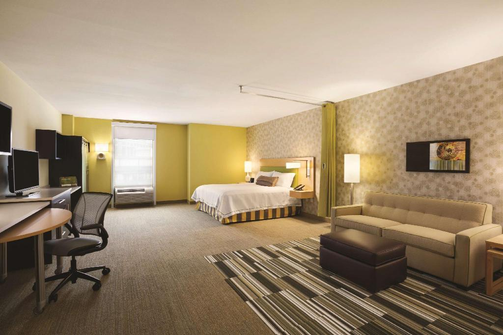 1 King Accessible Roll In Shower Studio Non-Smoking - Guestroom Home2 Suites by Hilton New York Long Island City