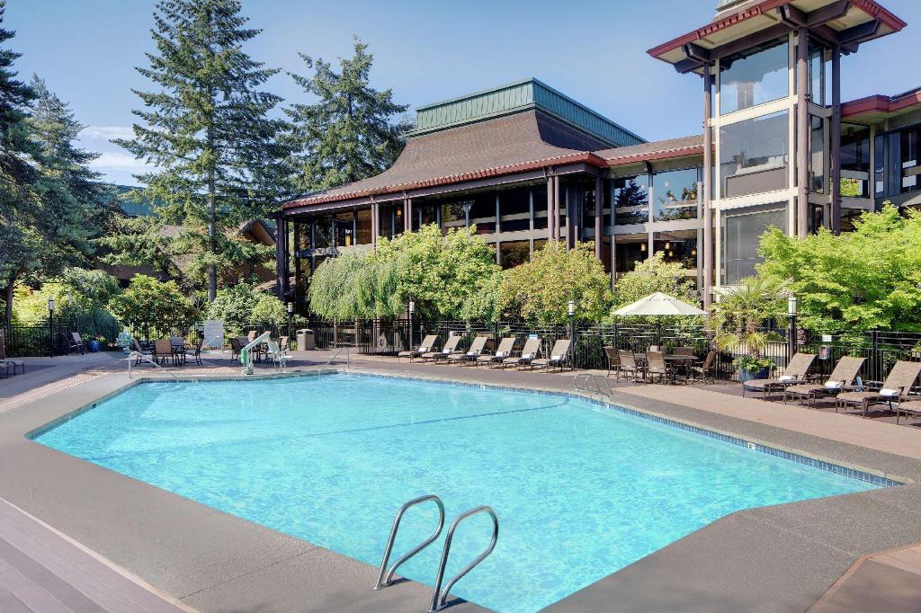 Swimming pool Doubletree Hotel Seattle Airport