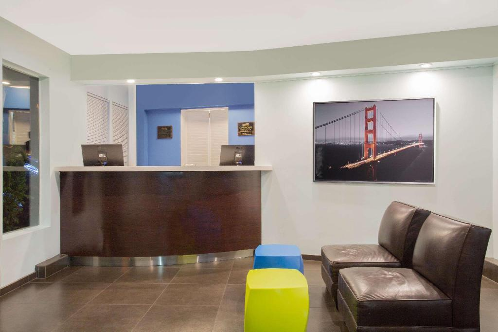 Lobby Travelodge by Wyndham San Francisco Central