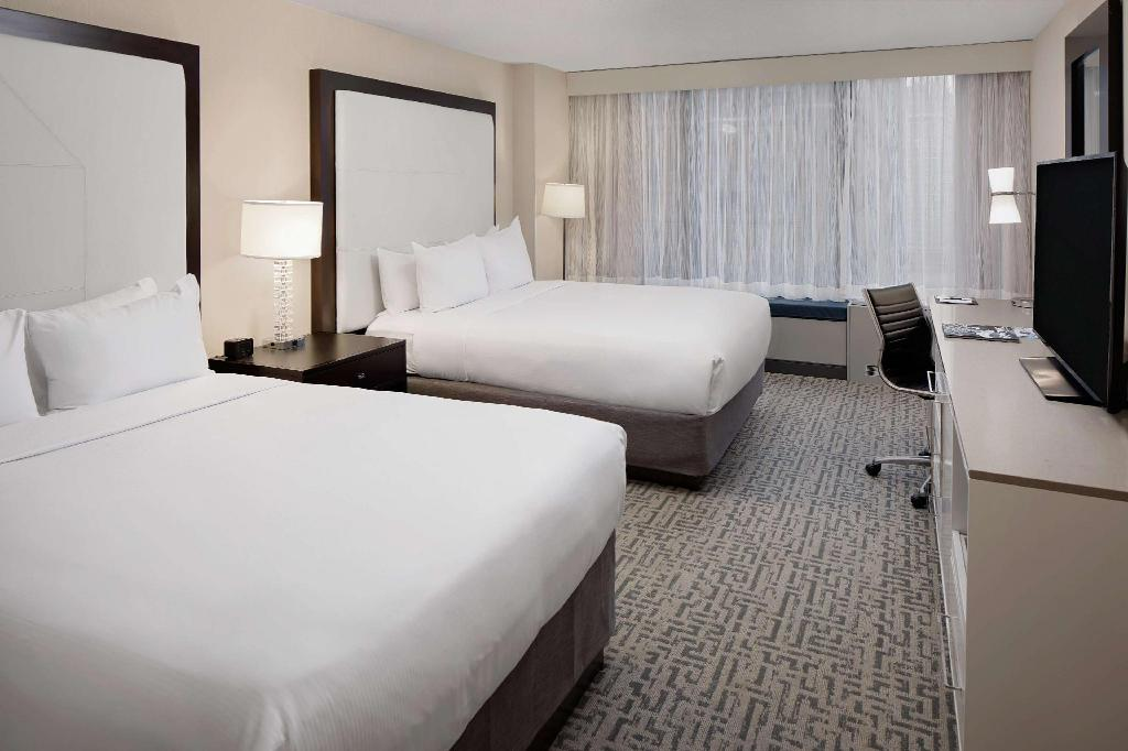 2 Queen Accessible Roll In Shower Non-Smoking - Guestroom Doubletree Hotel Chicago Magnificent Mile