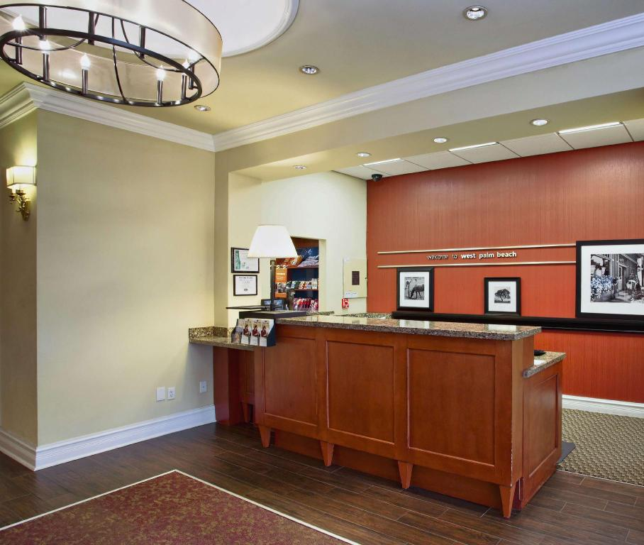 Lobby Hampton Inn West Palm Beach Central Airport