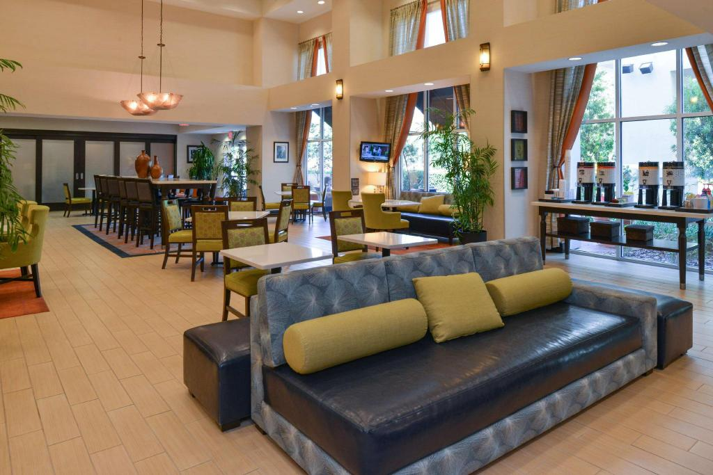 Lobby Hampton Inn and Suites Ocala
