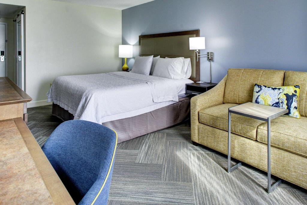 1 King Accessible Tub Non-Smoking - Guestroom Hampton Inn & Suites Lake Mary At Colonial Townpark