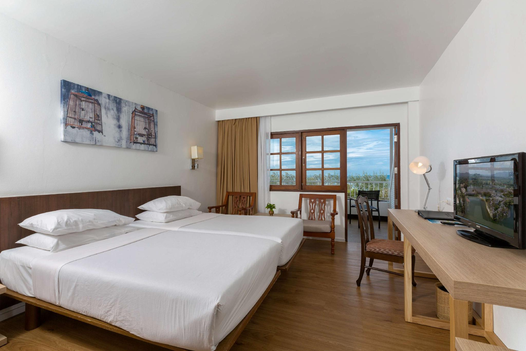 Superior Room with 2 Single Beds Partial Ocean View Non Smoking