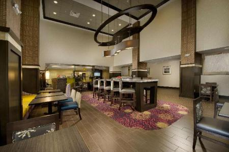 Lobby Hampton Inn & Suites Buffalo Airport