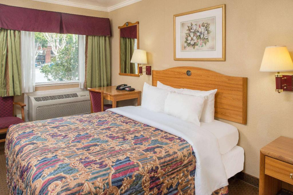 1 Queen Bed Accessible Non-Smoking - Guestroom