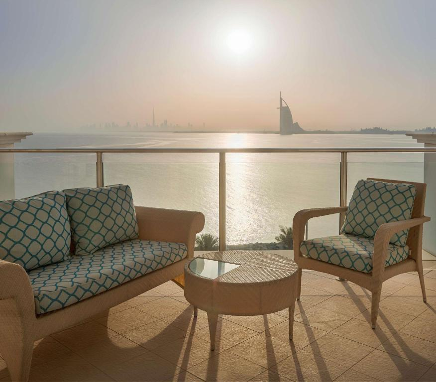 2 Queen Deluxe Skyline Palm Sea View - Guestroom Waldorf Astoria Dubai Palm Jumeirah