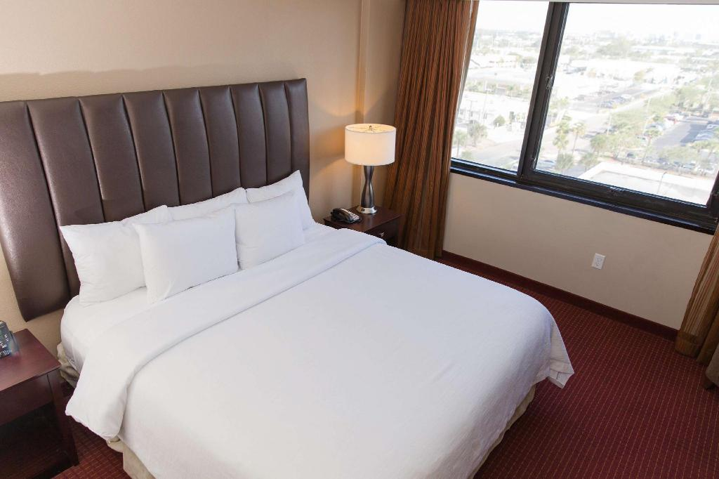 1 King Bed Non-Smoking - Guestroom Embassy Suites by Hilton West Palm Beach Central